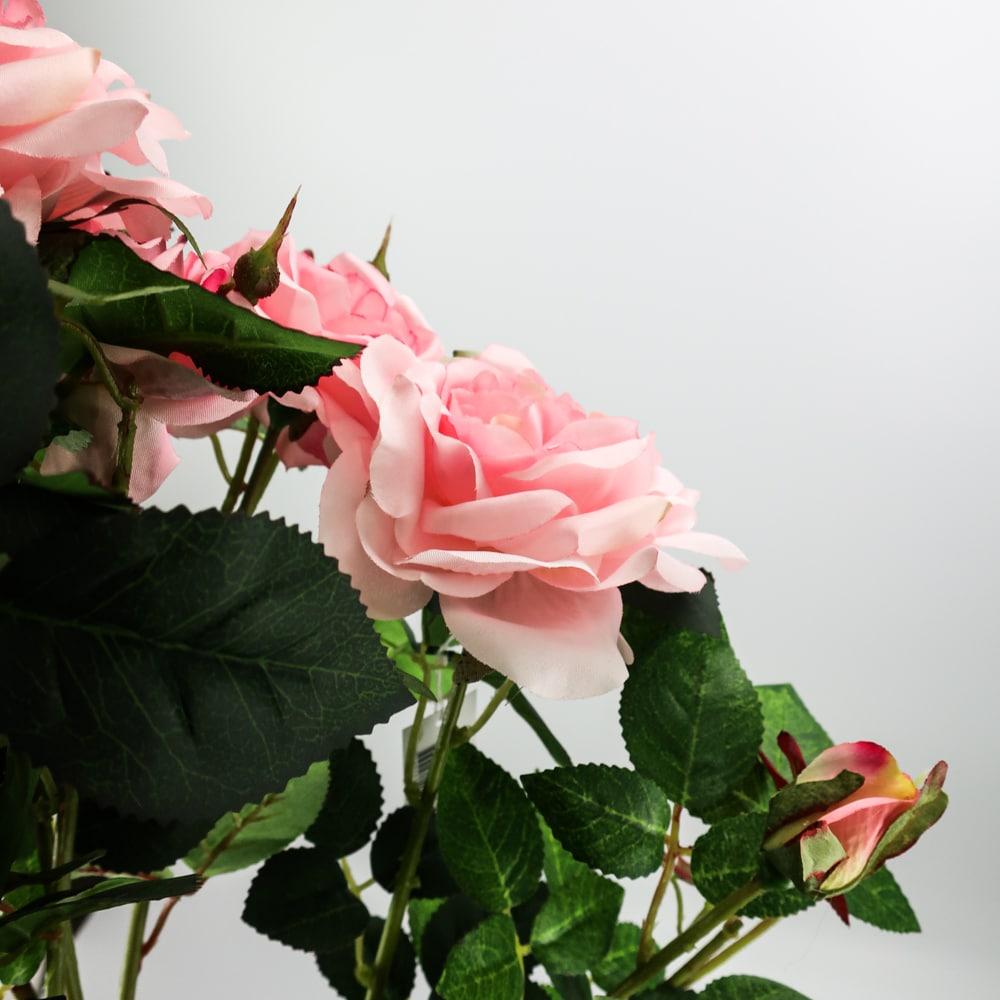 Arbre fleuri rose clair